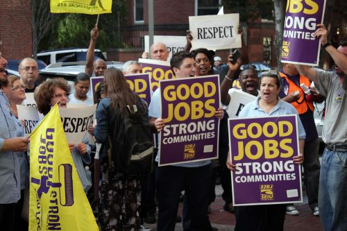 Boston University union workers ratified a contract Monday that will give them a 10 percent raise over four years and allow them to maintain health care benefits. PHOTO BY FELICIA GANS/DFP FILE PHOTO